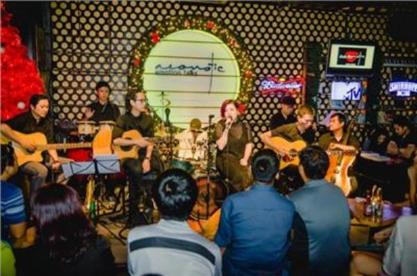Acoustic guitar - Live Music Cafe Quận 3