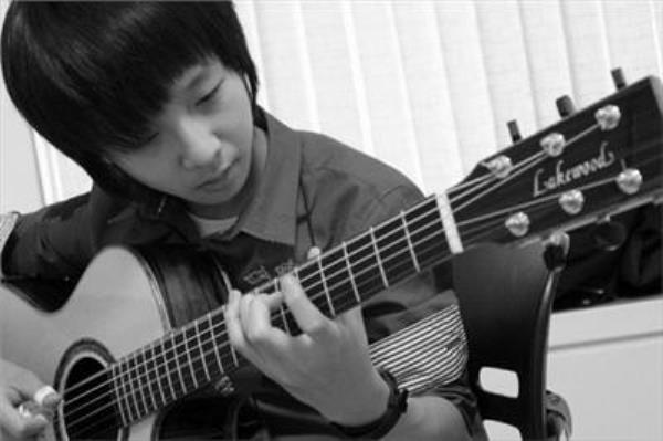 Video thần đồng Guitar Sung Ha Jun
